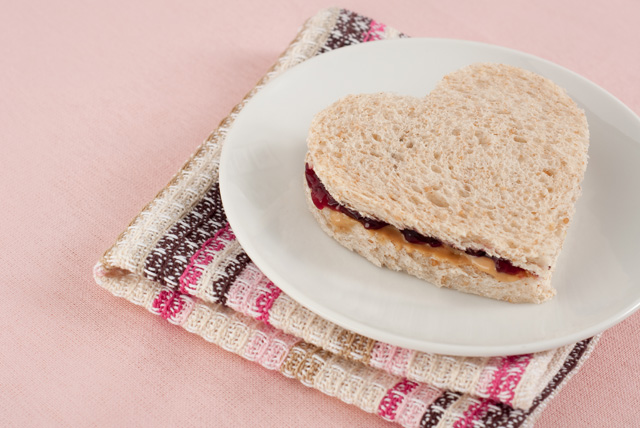 heart-shaped-sandwich